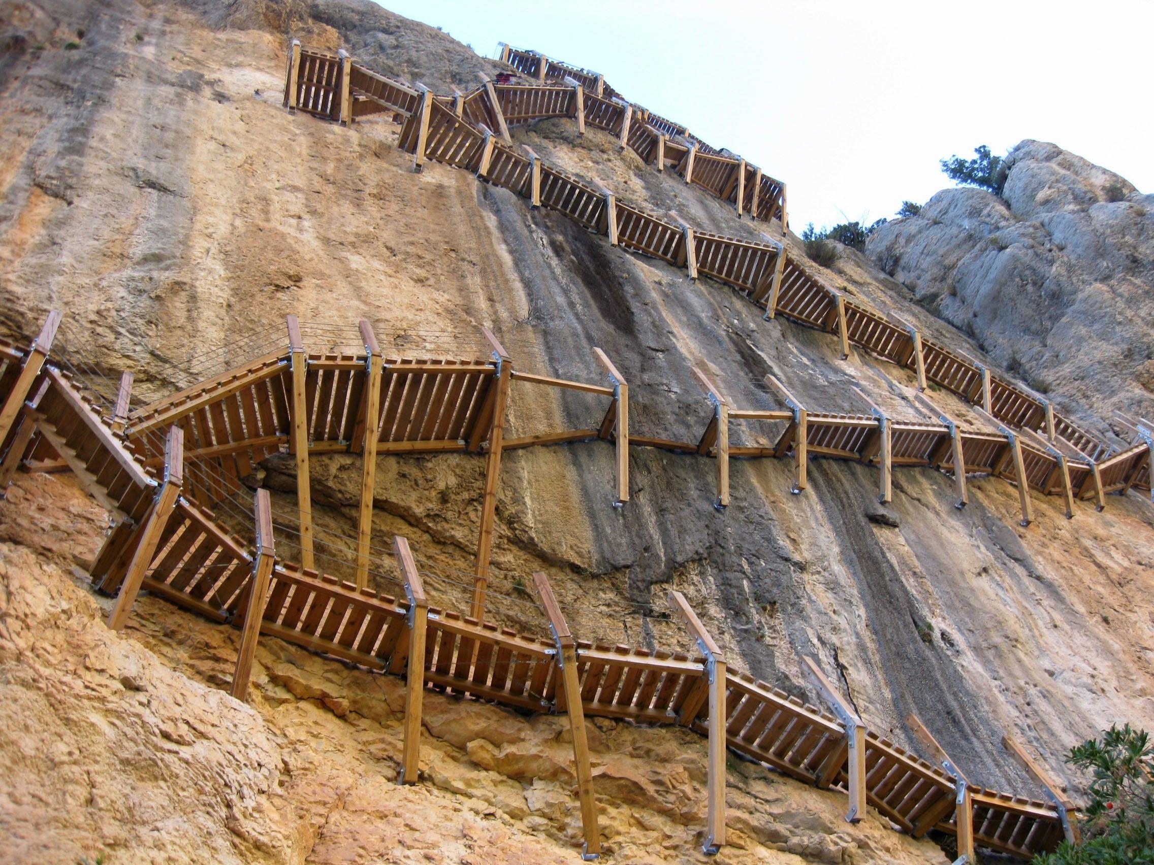 escaleras pasarela de montrebei