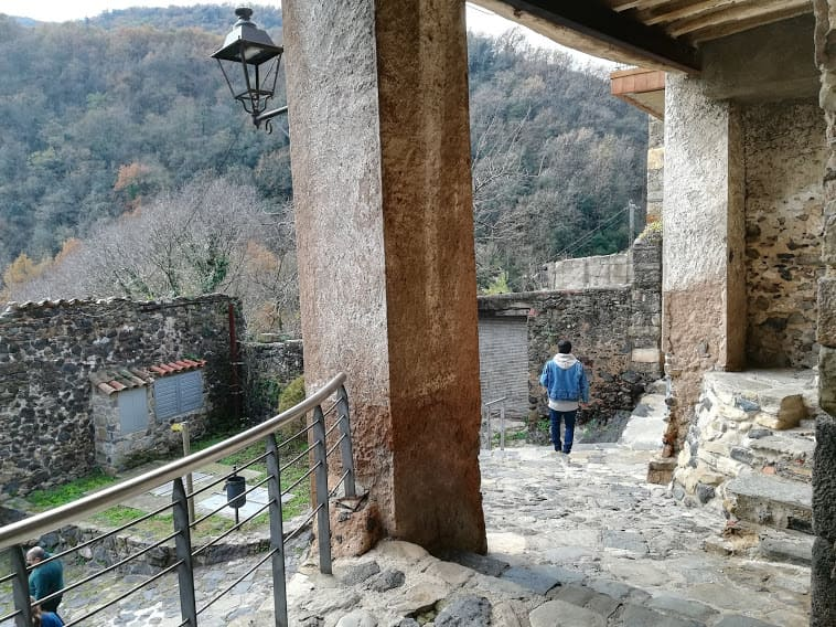ruta senderismo castellfollit de la roca