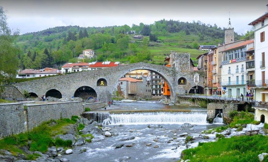 puente del pueblo de campordon